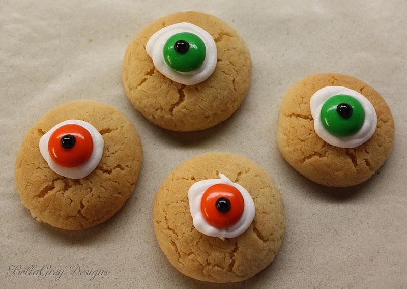 BellaGrey Designs: Halloween Eyeball Cookies