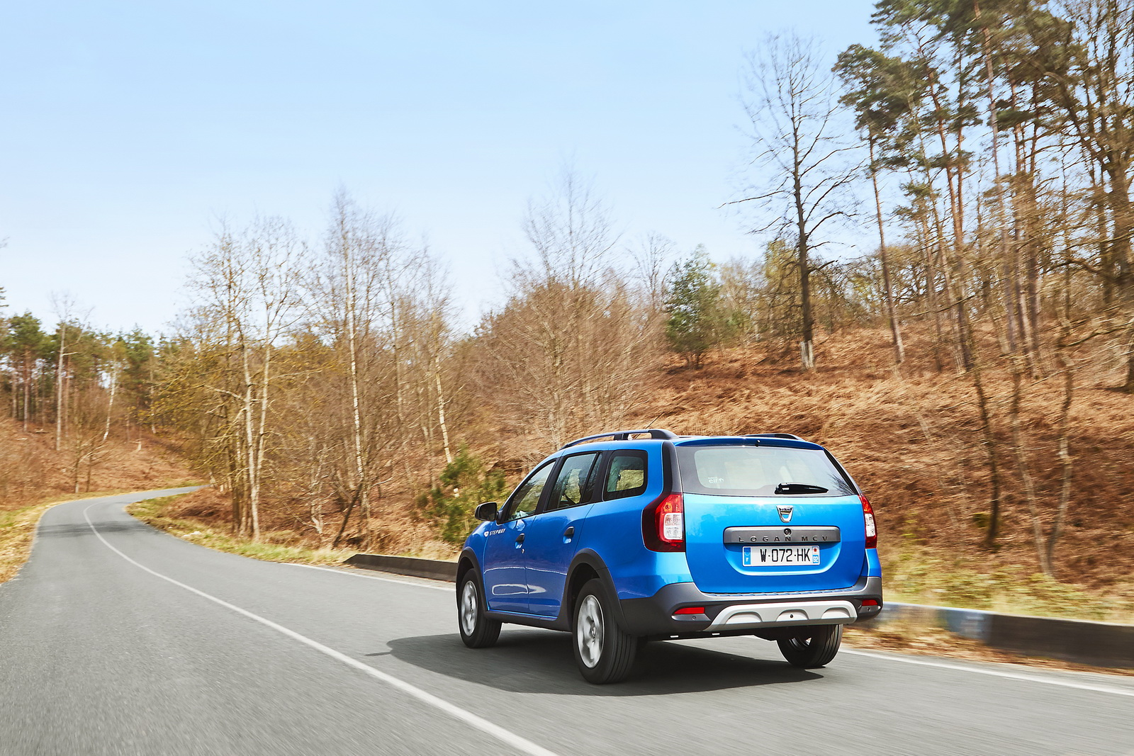dacia gives logan mcv a lift with new rugged stepway version. Black Bedroom Furniture Sets. Home Design Ideas