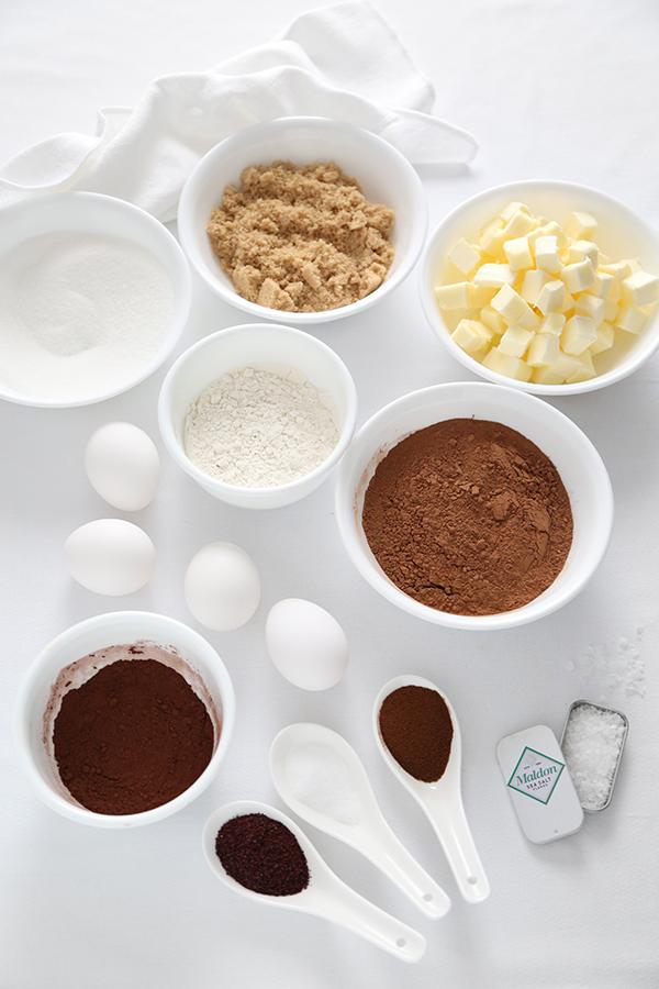 Брауни из темного шоколада с сумаком