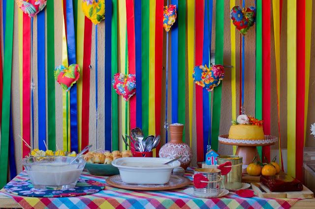 #festajunina #pinterest #festinhas #festinhacaseira # festaemcasa # festacomafeto #chita #cores #comidastipicas #decoracaodefestajunina
