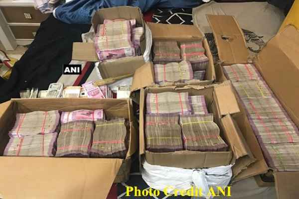 income-tax-recovered-11-crore-cash-from-a-share-broker-in-delhi