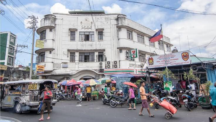 Paco Building. One of the most notable pre war buildings in Paco built in 1939 — in Paco, Manila.