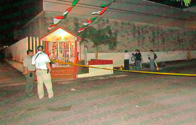 Fotografías; Hallan dos ejecutados en #Veracruz, les cortan las manos y dejan narcomantas