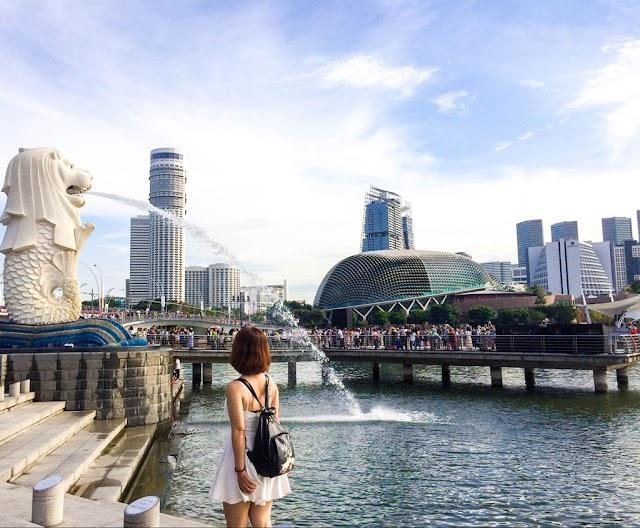 Singapore, France fined, imprisoned nude tourists