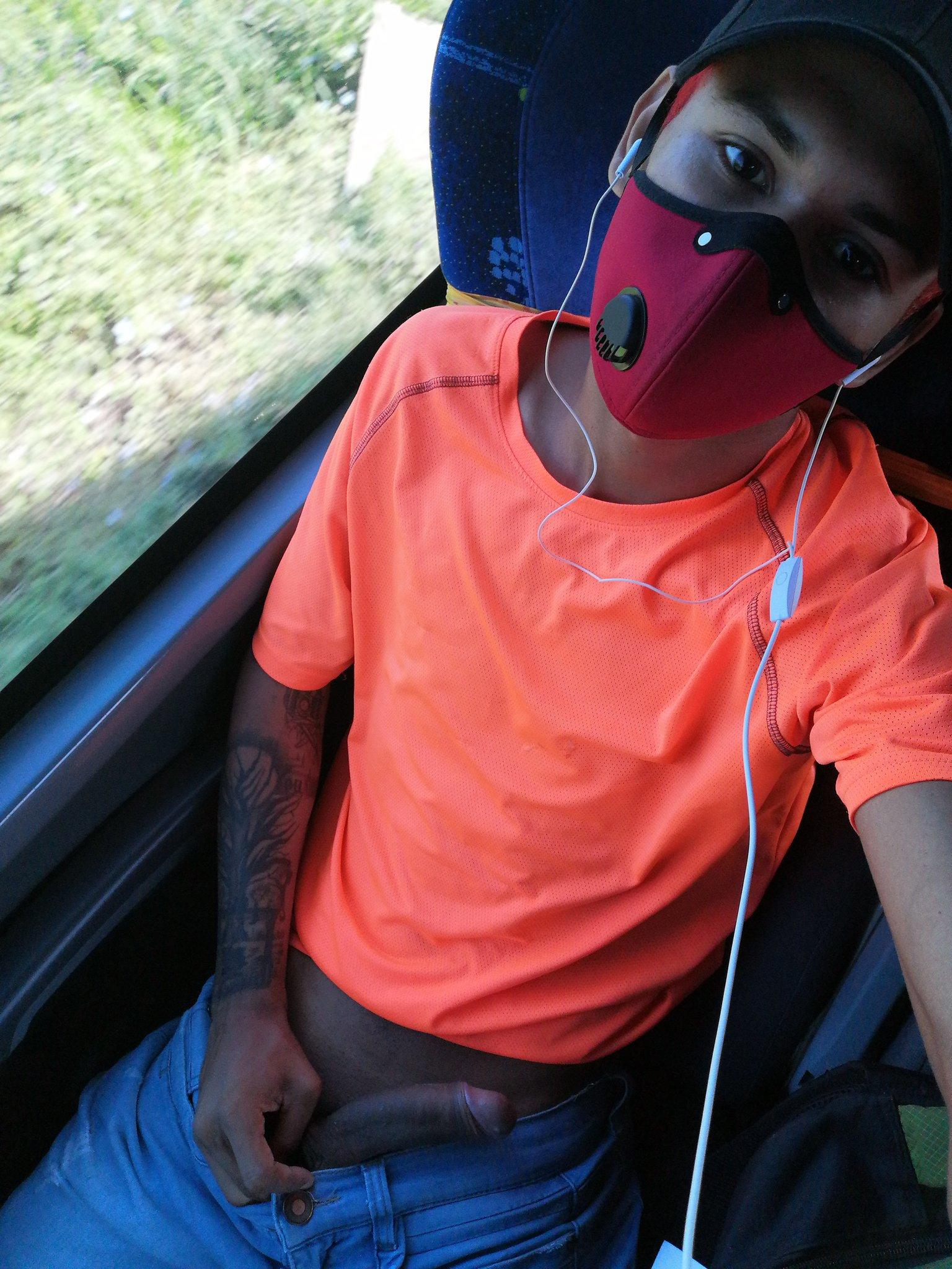 colombiano masturbándose en bus
