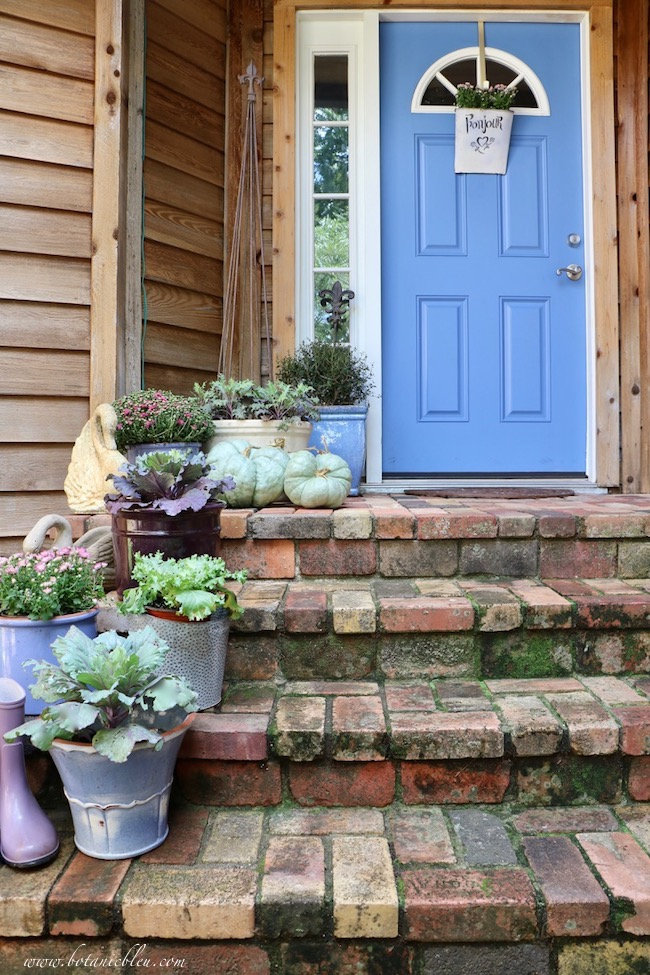 Welcome Fall decorating ideas for using color in your entry way and front porch