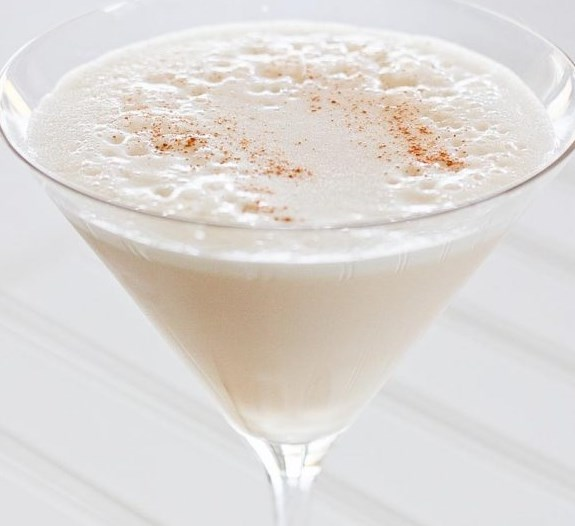 TURTLE DOVE MARTINI RECIPE – MY FAVORITE WINTER COCKTAIL #drinks #christmas