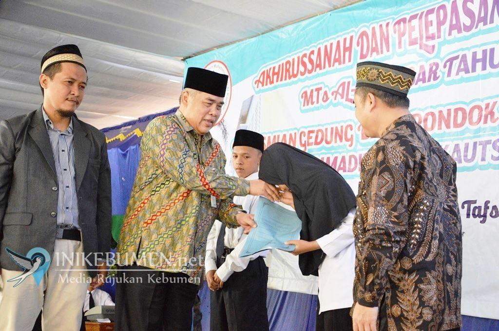 Gus Yazid Janjikan Bantu Rp 25 Juta untuk Ponpes Modern Muhmmadiyah Al Kautsar Sruweng.