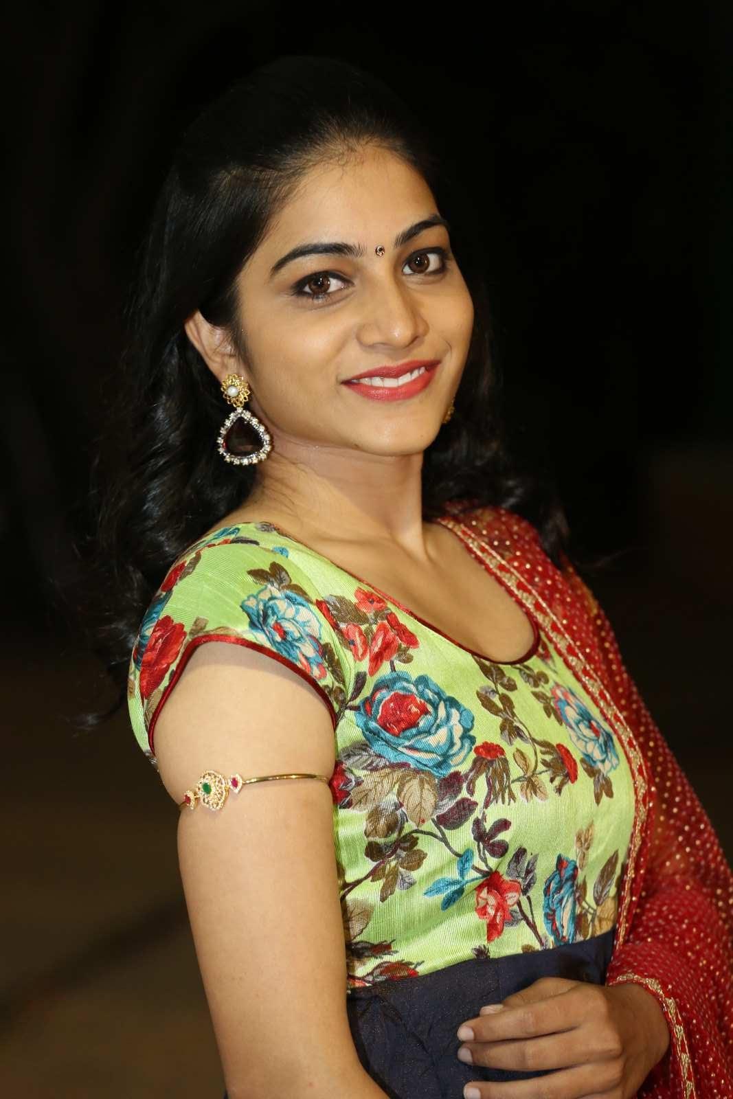 Punarnavi Bhupalam Glamorous Photos - Latest Tamil Actress -8128