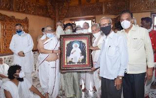 श्री मोहनखेड़ा तीर्थ के विकास प्रेरक आचार्य श्री ऋशभचन्द्रसूरि जी के चित्र की हुई स्थापना