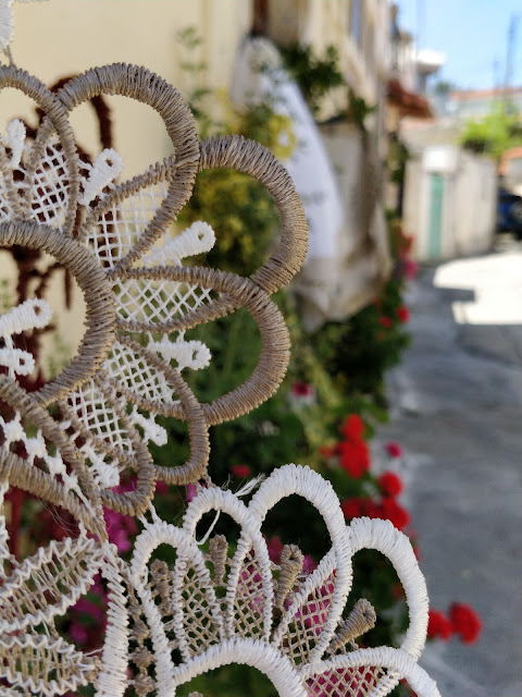 lace and Cyrpiot houses