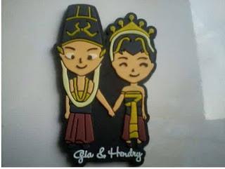 Souvenir Pernikahan Gantungan Kunci Pengantin 2