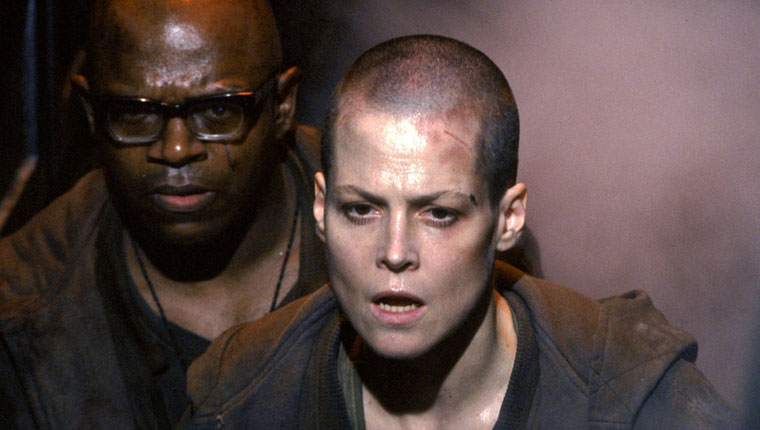 Ripley (Sigourney Weaver) und Dillon (Charles S. Dutton) in Alien 3 / Quelle: 20th Century Fox Blu-ray