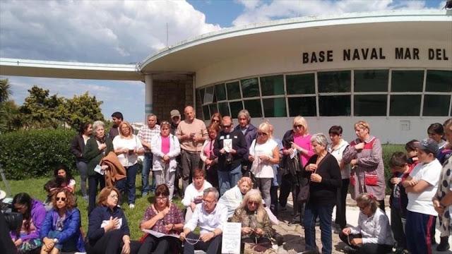 Familiares exigen búsqueda de tripulantes de submarino argentino
