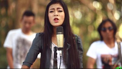 Penyanyi yag menentukan jalur lagu dangdut koplo banyuwangi sebagai karirnya Terbaru Download Kumpulan Lagu Denik Armila Mp3