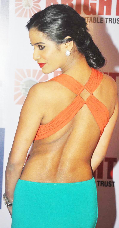 Poonam Panday back photos, Poonam Panday sexy back, Poonam Panday bare back, Poonam Panday curves, Poonam Panday hottest photos