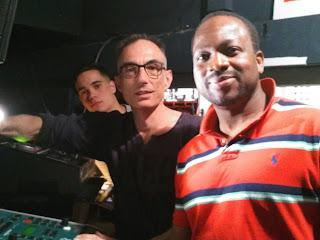 Alexis, Fabien et Diarra aux réglages lumières