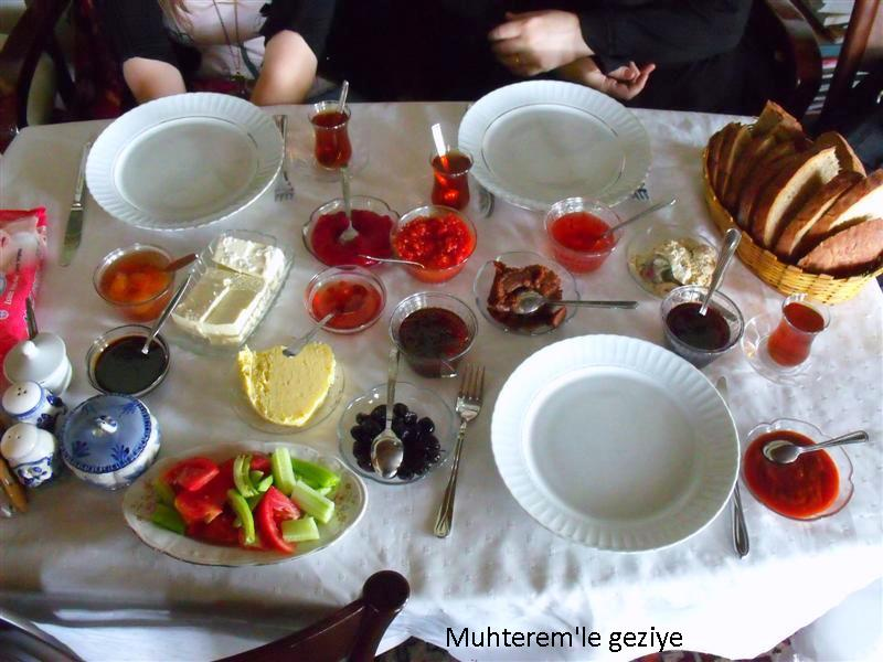İzbeli Çiftliği kahvaltı menüsü