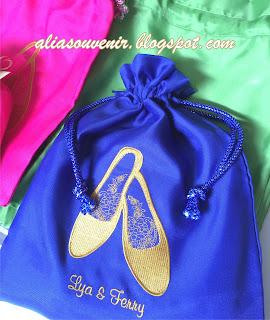 souvenir tempat sepatu