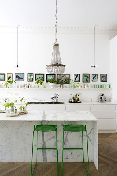 décoration cuisine américaine bar marbre tabouret bar vert