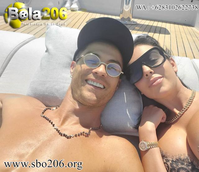 Ronaldo Dan Georgina Sewa Kapal 3M