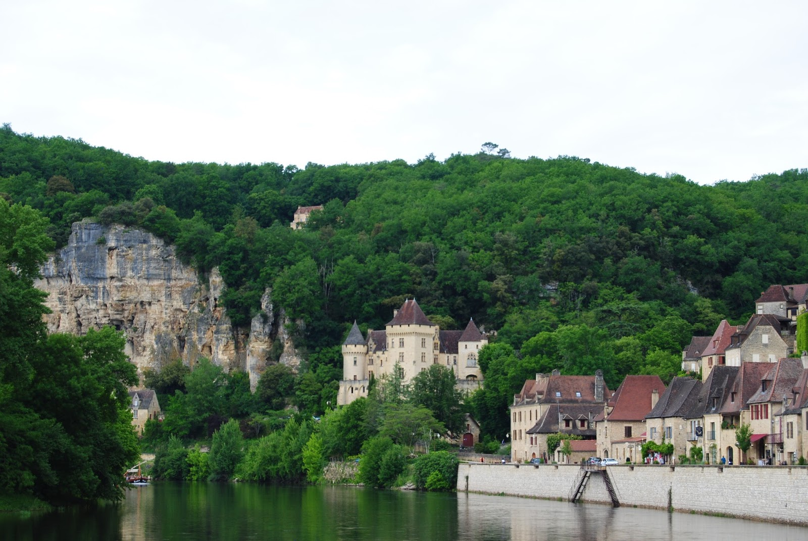 La Roque-Gageac harbour and chateau