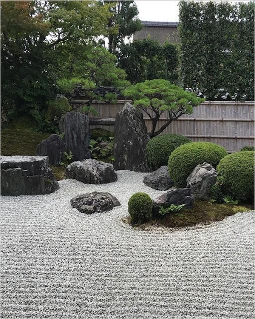 zen rock garden meaning