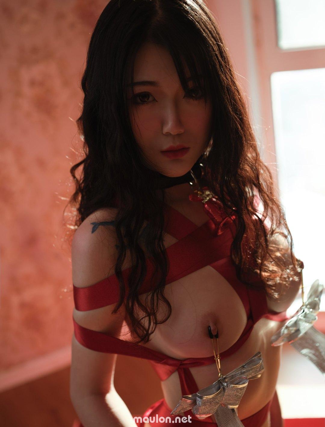 MauLon.Net - Ảnh sex cosplay dây nơ đỏ - Cô em má đỏ môi hồng
