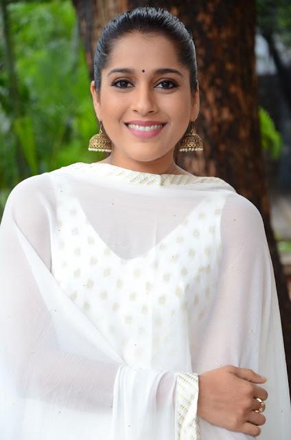 Rashmi Gautam Latest Cute Pics Actress Trend
