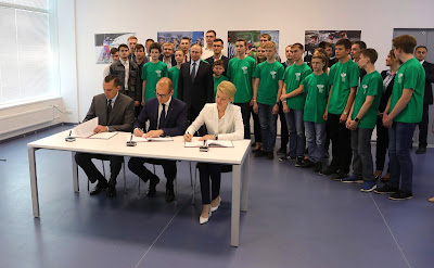 The President attended the signing of an agreement between the Government of Udmurtia, the Kalashnikov Concern and the Republican State Centre for Multi-Component Computer Environments.