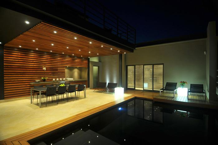 Casas minimalistas y modernas quinchos modernos for Disenos de quinchos con piscinas