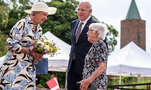 Princess Benedikte wore a floral print dress. Mayor Mikael Smed and Chair of the Board of Museum Sydøstdanmark Torben Nielsen