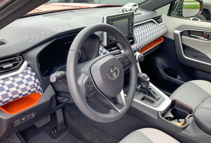 Toyota RAV4 phiên bản limousine chính hãng