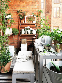 balcone con legno e naturale