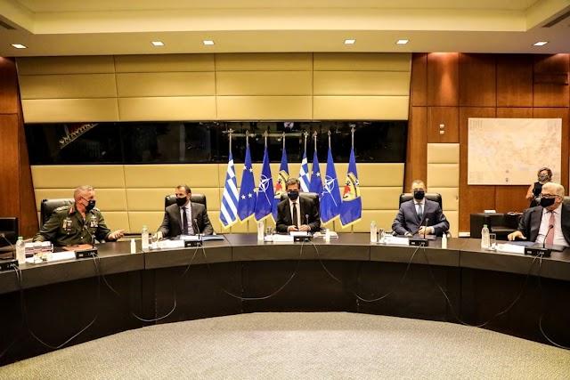 Ο ΥΕΘΑ ενημέρωσε τη Διαρκή Επιτροπή Εξωτερικών & Άμυνας της Βουλής για τη νέα δομή ΕΔ (5 ΦΩΤΟ)