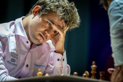 Le champion du monde d'échecs Magnus Carlsen s'est défait très difficilement du jeune Russe Andrey Esipenko - Photo © Anastasia Korolkova