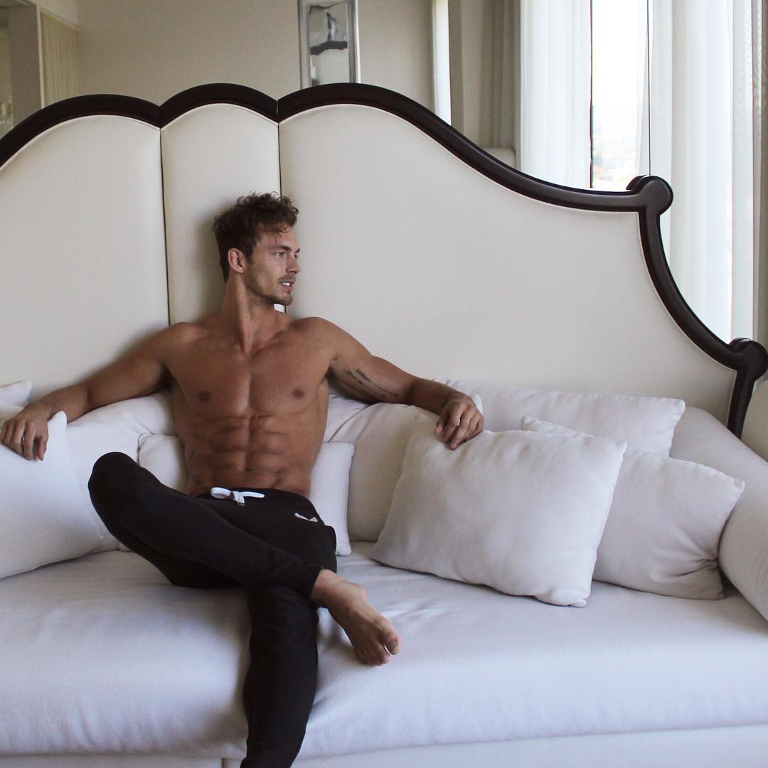 sexy-shirtless-fit-male-models-ripped-sixpack-abs-hunk