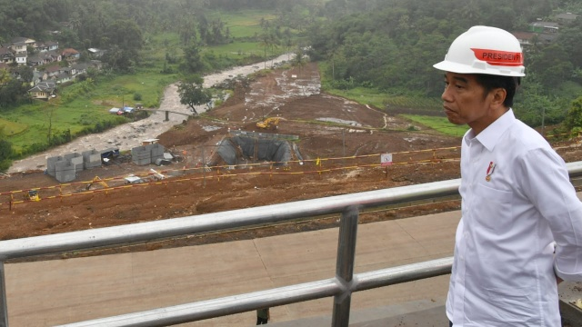 Jokowi Heran Lihat Pembangunan, Ada Waduk Nggak Ada Irigasi, Ada Pelabuhan Gak Ada Jalan