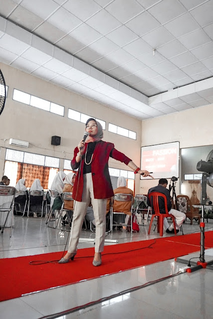 Seminar Pendidikan dengan Tema Self improvement for Bright Generation