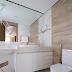 Banheiro contemporâneo todo revestido em porcelanato mármore e madeira + penteadeira!