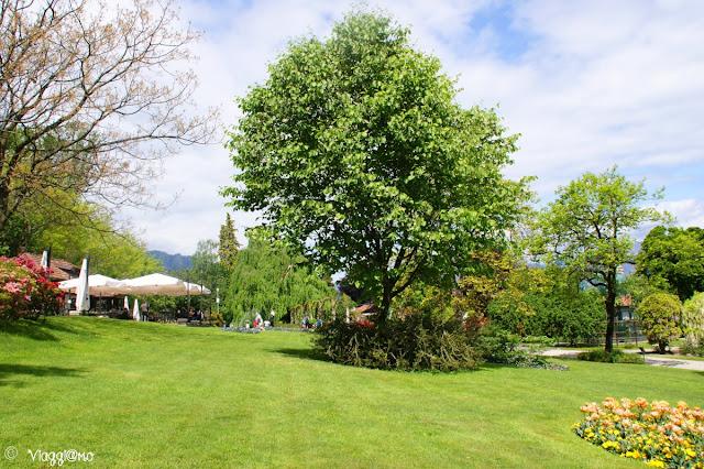 Una delle aree relax all'interno del Parco Pallavicino di Stresa