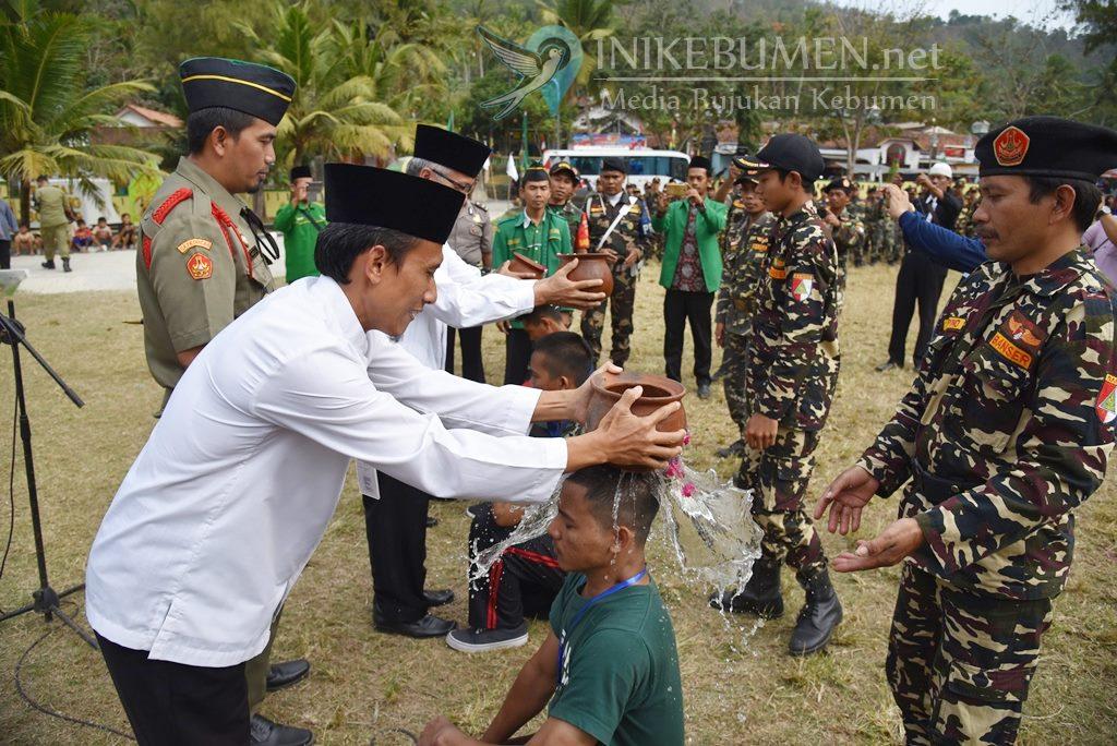 313 Calon Anggota Banser Kebumen Digembleng di Pantai Karangbolong