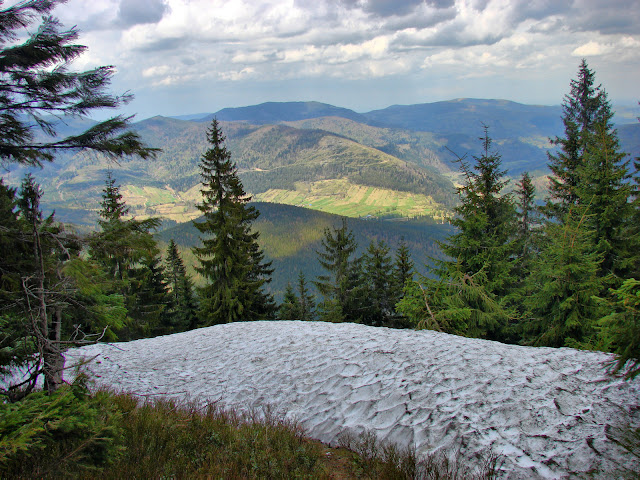 Снег, горы и фрагменты Мысловки