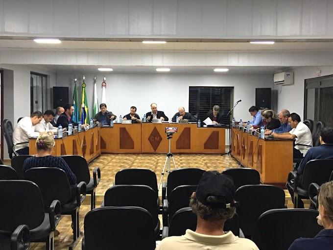 Por 8 a 5, foi rejeitado projeto de diminuição de vereadores em Laranjeiras do Sul