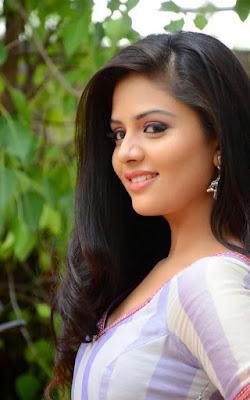 Sree Mukhi Hot actress cute smile photos