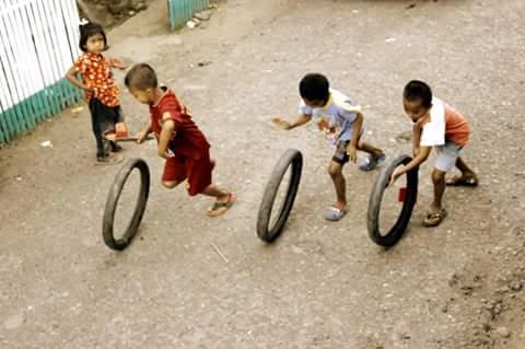 dan untuk mengenang permainan jaman dulu yang hampir punah bahkan mungkin tidak di mainkan lagi oleh anak modern sekarang ini
