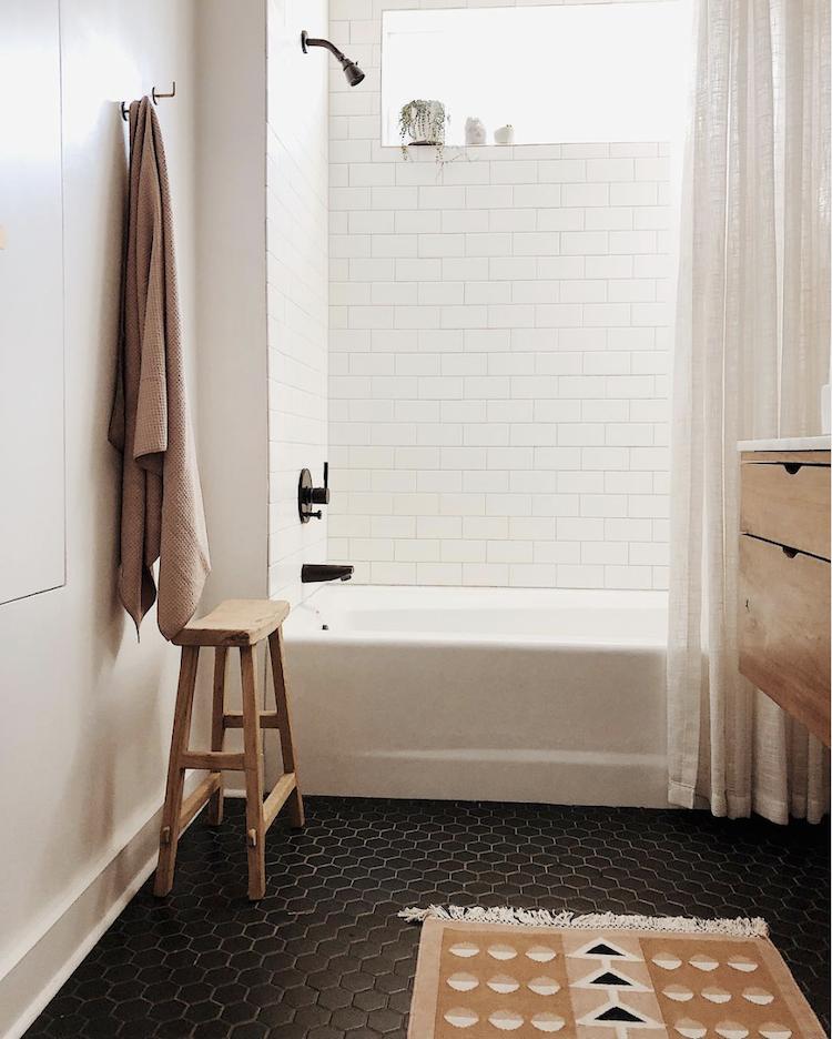 Simpele Scandinavische badkamer