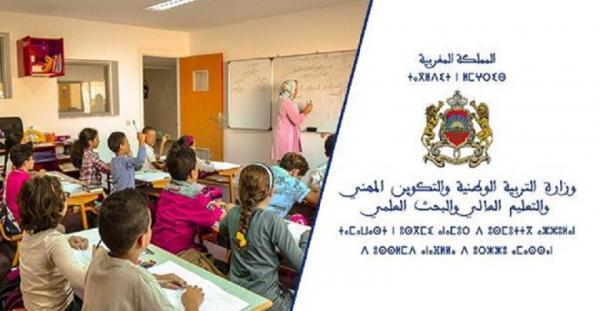 """بلاغ عن """"سنة دراسية بيضاء"""" يربك الأسر المغربية ووزارة """"أمزازي"""" توضح"""