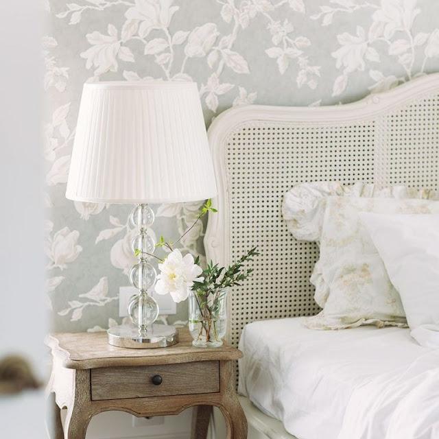 Desain Kamar Tidur Minimalis dengan Wallpaper Dinding