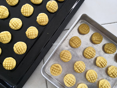 resepi mudah buat biskut untuk baby, biskut baby, biskut baby tanpa gula, homemade biskut baby tanpa gula, resepi biskut baby 3 bahan paling senang nak buat, resepi biskut bayi cair di mulut, buat sendiri bsikut baby, resepi biskut raya untuk bayi yang sedap, resepi biskut kurma baby, resepi biskut kurma baby yang cair di mulut, biskut baby homemade, resepi biskut kurma bayi yang cair dimulut, biskut baby  bulan, resepi biskut teething, resepi biskut baby melt in mouth, resepi biskut bites